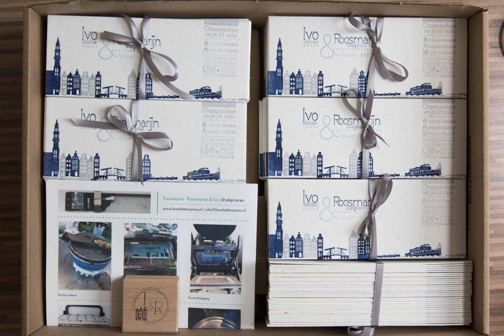 Trouwkaart Skyline Amsterdam letterpress