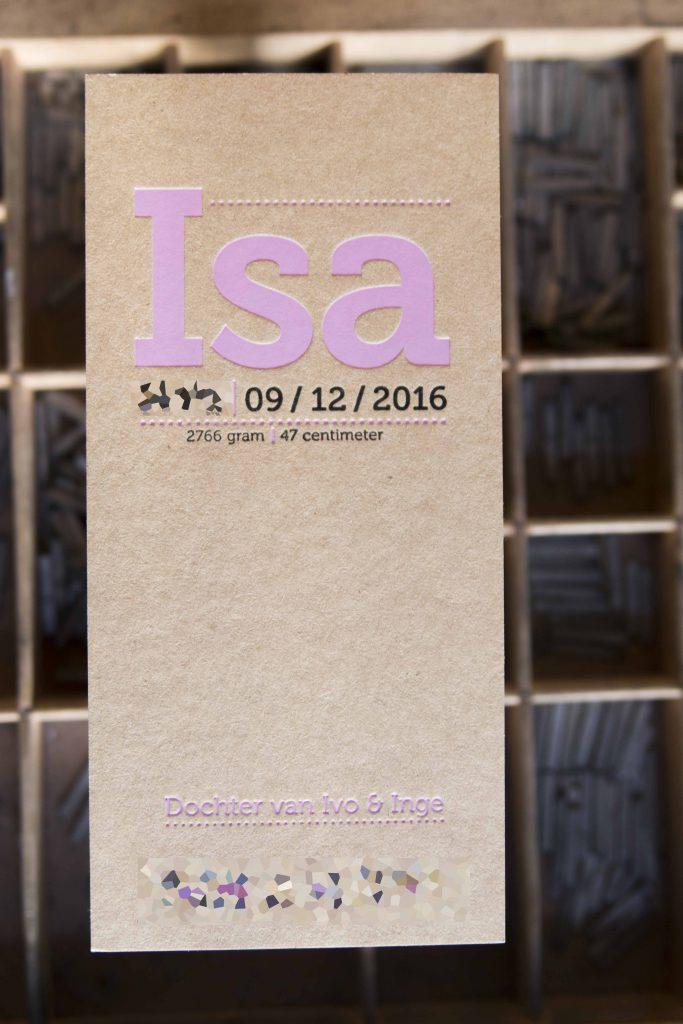 geboorteaartje folie roze op kraft letterpress goedkoop, isa uniek en mooiste kaartje